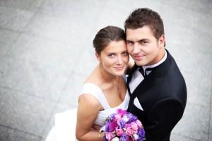Der Smoking ist ein festlicher Anzug und ist bei der Hochzeit erst ab 18 Uhr geeignet