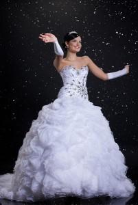 2013 können Brautkleider ruhig etwas gewagter sein und sollen die Individualität unterstreichen