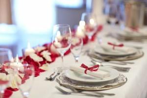 Das Gedeck der Hochzeitstafel ist ein wichtiger Punkt bei der Hochzeitsplanung