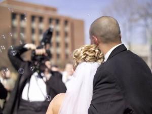 Damit die Hochzeitsfotos wirklich perfekt werden, können schon im Vorfeld Posen eingeübt werden