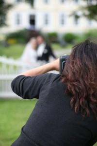 Es sollte immer ein professioneller Hochzeitsfotograf gewählt werden, denn er kann das Brautpaar immer in Szene setzen