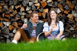 Die informelle Hochzeit wird in den letzten Jahren immer beliebter. Dabei handelt es sich um eine schlichte und ungezwungene Hochzeit