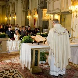 Bei der katholischen Trauung wird das Sakrament der Ehe empfangen