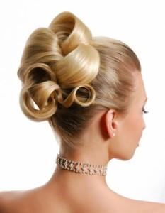 Mit der richtigen Brautfrisur kann die Persönlichkeit der Braut hervorgehoben werden