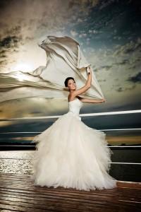 Beim Kauf des Brautkleides muss immer darauf geachtet werden, dass die Figur der Braut zur Geltung kommt