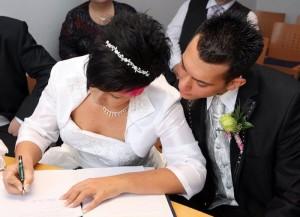 Damit eine Ehe rechtskräftig ist, muss eine Trauung beim Standesamt durchgeführt werden