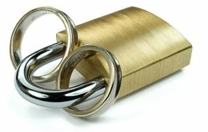 Eheringe sind meist sehr teuer, weswegen immer mehr Brautpaare eine Versicherung auf die Trauringe abschließen