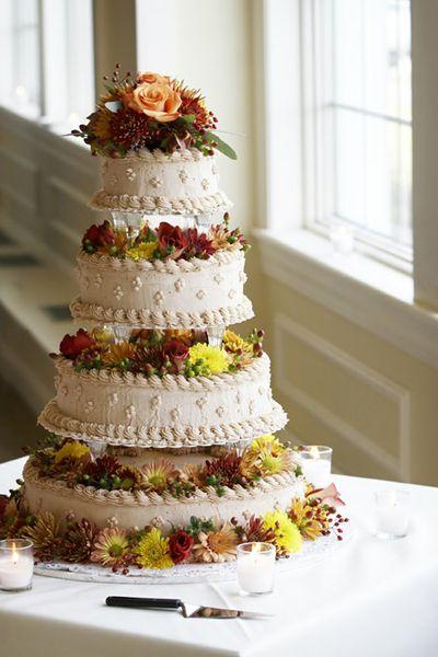Kauf und Transport der Hochzeitstorte stellt viele Brautpaare vor eine ...