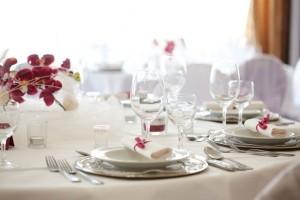 Servietten bei der Hochzeit sind ein kleines, aber wichtiges Detail bei der Tischdekoration