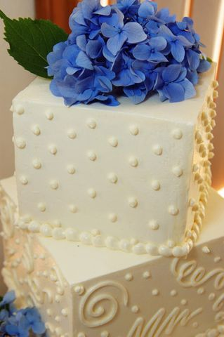 Bei der Hochzeitstorte sind dem Brautpaar beinahe keine Grenzen ...