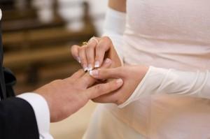 Um den perfekten Ehering zu finden, sollte sich das Brautpaar Zeit nehmen und an das Hochzeitsbudget denken