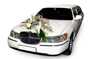 Dem Brautpaar sind bei der Dekoration des Hochzeitsautos keine Grenzen gesetzt