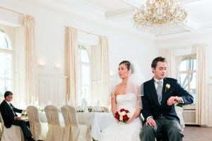 Brautpaar wartet auf die Zeremonie
